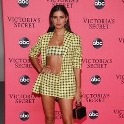 Sara Sampaio en la fiesta de emisión del Victoria's Secret Fashion Show 2018