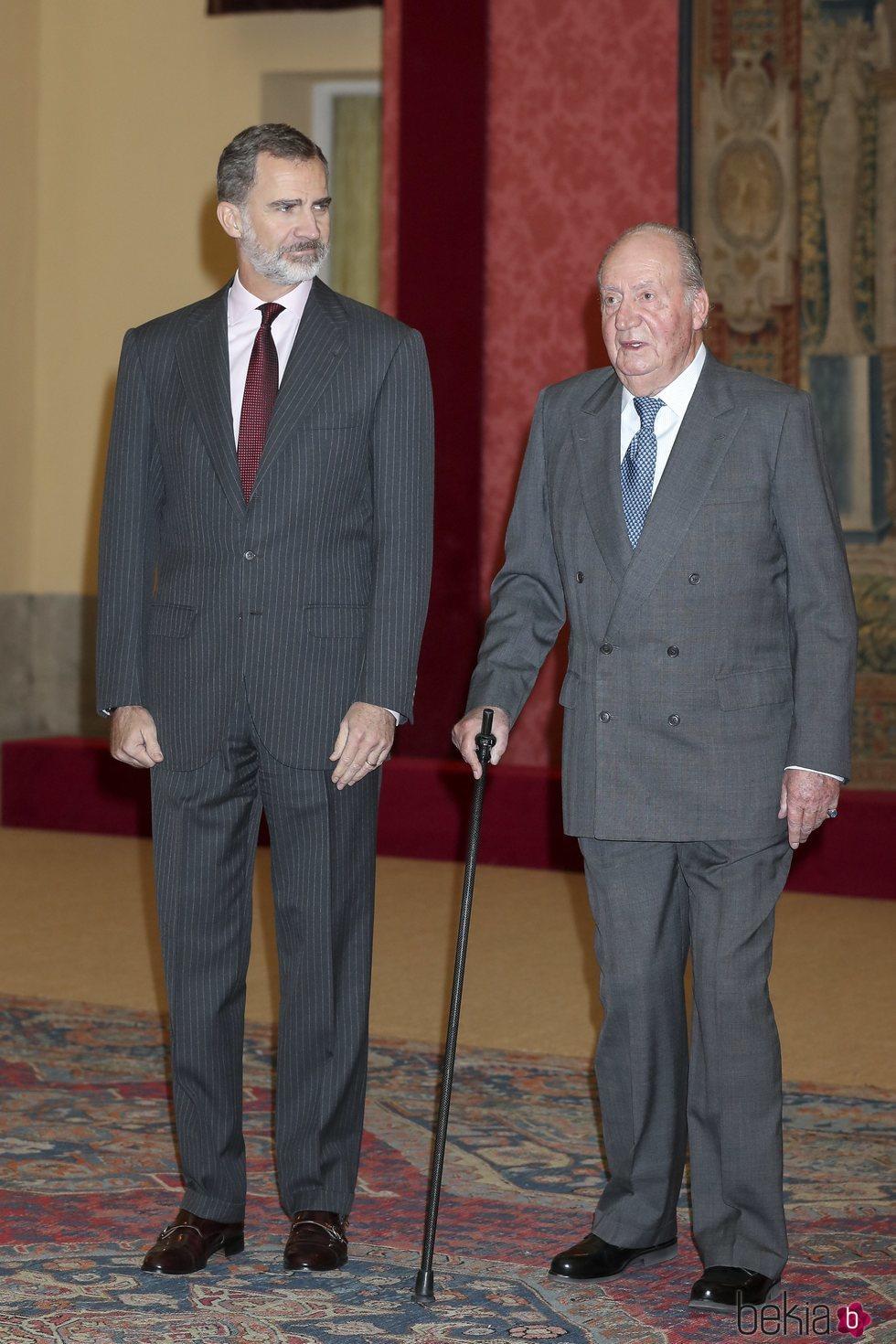 El Rey Felipe y el Rey Juan Carlos en la audiencia por el 40 aniversario de la Constitución