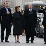 Familia Bush despidiendo a George W. H. Bush