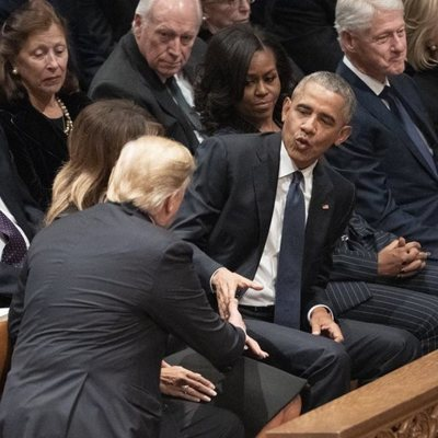 Donald Trump y Barack Obama en el funeral de George W. H. Bush