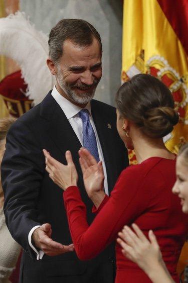 El Rey Felipe, emocionado por el aplauso de la Reina Letizia en el 40 aniversario de la Constitución
