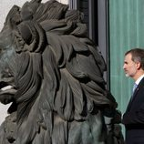 El Rey Felipe con el león del Congreso