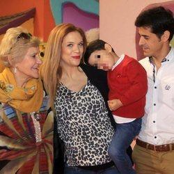 Victor Janeiro, Beatriz Trapote y Carmen Bazán celebrando el cumpleaños de Víctor junior