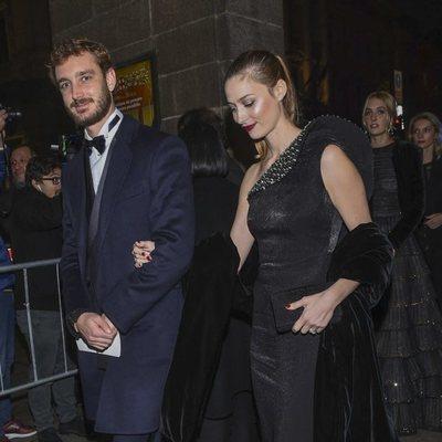 Pierre Casiraghi y Beatrice Borromeo llegando al Teatro de la Scala de Milán