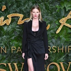 Lara Stone en los British Fashion Awards 2018