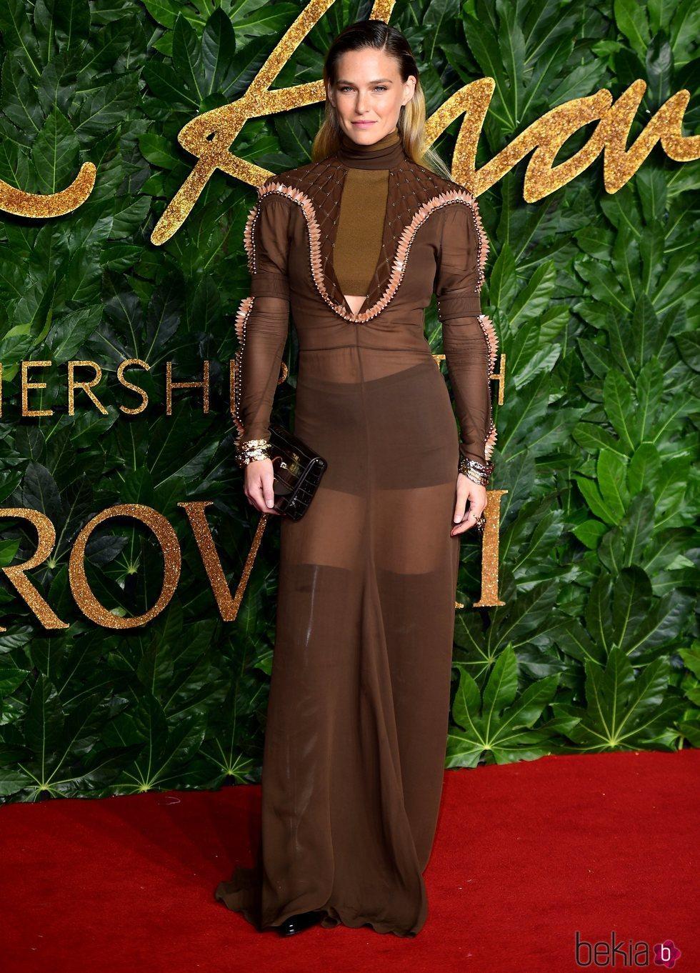 Bar Rafaeli en los British Fashion Awards 2018