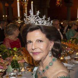 Primer plano de la Reina Silvia de Suecia en los Premios Nobel 2018