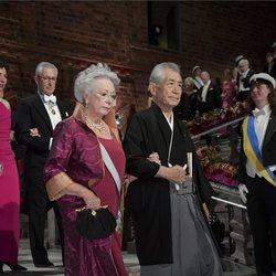 La Princesa Cristina de Suecia con uno de los galardonados en los Premios Nobel 2018