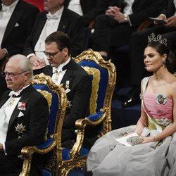 El Rey Carlos Gustavo de Suecia y los Príncipes Victoria y Daniel en los Premios Nobel 2018