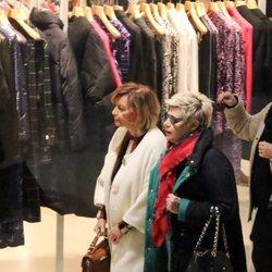 María Teresa Campos y Terelu Campos de compras navideñas tras una revisión