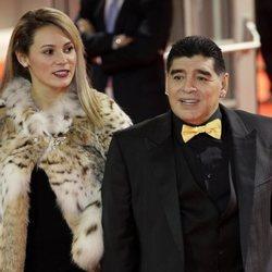 Rocío Oliva y Diego Armando Maradona en sorteo de la Copa Mundial de Fútbol 2018