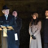 Carlos Gustavo de Suecia con Carlos Felipe de Suecia y Sofia Hellqvist en la recolocación de la estatua de Carlos XIV Juan de Suecia