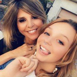 Arancha de Benito y Zayra Gutiérrez posan con filtros de piercing