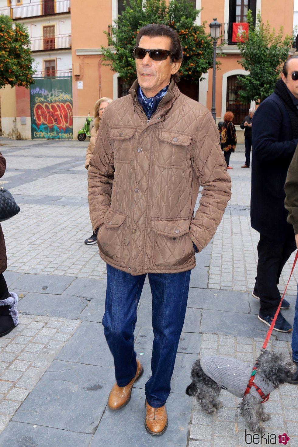 Antonio Carrasco 'El junco' acudiendo al entierro de Chiquetete