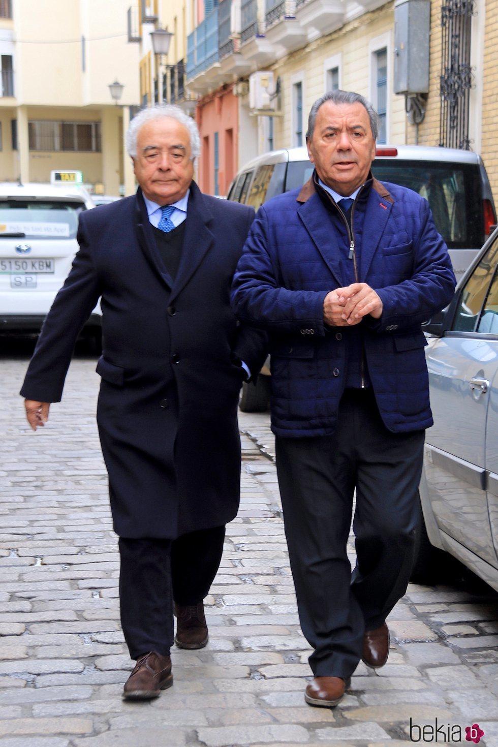 Antonio Romero y Rafael Ruiz acudiendo al entierro de Chiquetete