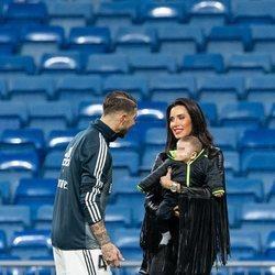 Sergio Ramos haciendo carantoñas a su hijo Alejandro