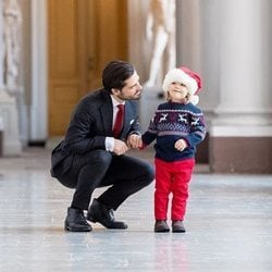Carlos Felipe y Alejandro de Suecia en la recogida de árboles de Navidad