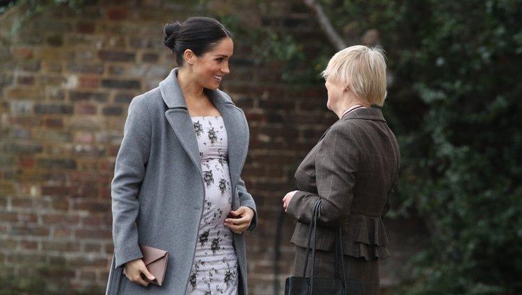 Meghan Markle durante su visita a una residencia de la Royal Variety Charity