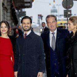 Carlos Felipe de Suecia y Sofia Hellqvist con Magdalena de Suecia y Chris O'Neill en el seminario por el 75 cumpleaños de Silvia de Suecia