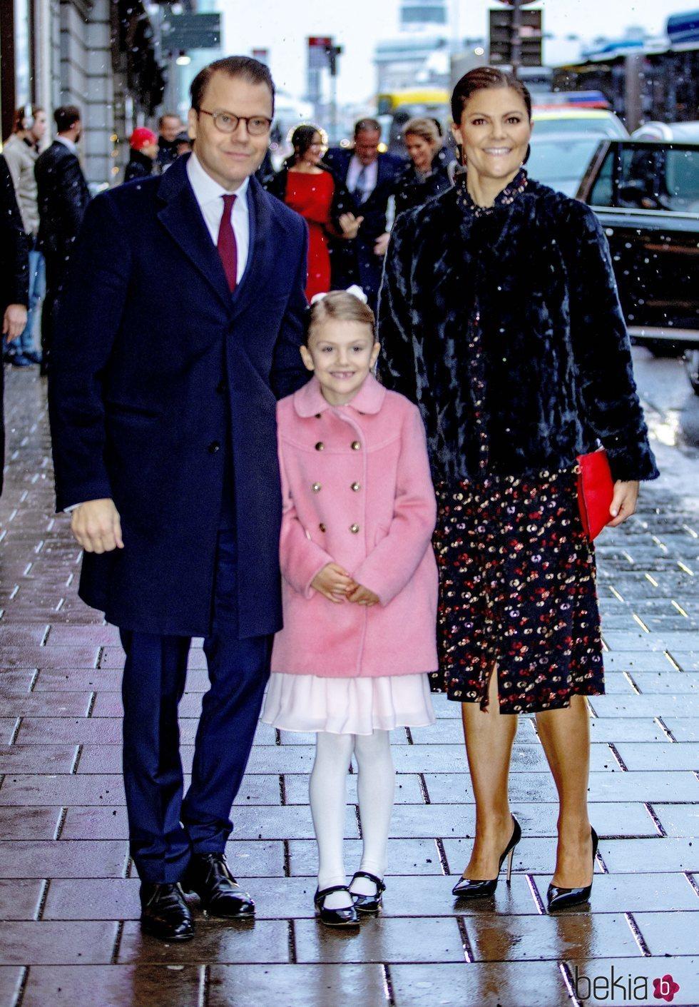 Victoria y Daniel de Suecia con su hija Estela de Suecia en el seminario por el 75 cumpleaños de Silvia de Suecia
