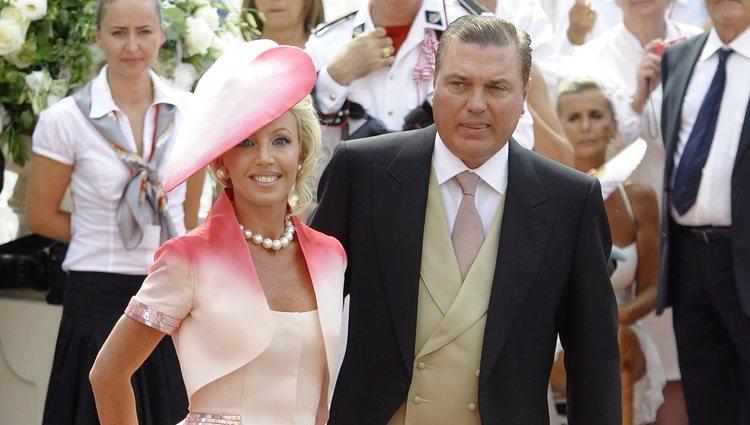 El Duque de Castro y su esposa en la boda de los Príncipes Alberto y Charlene de Mónaco