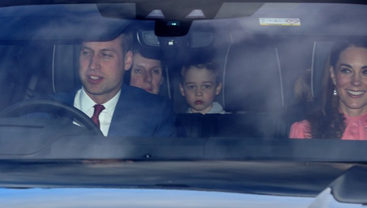 Los Duques de Cambridge, el Príncipe Jorge y María Teresa Turrión Borrallo en el almuerzo navideño en Buckingham Palace 2018