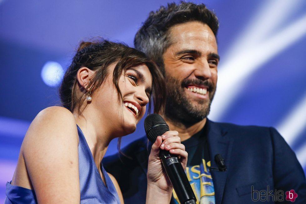 Amaia y Roberto Leal en la gala final de 'OT 2018'