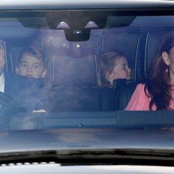 Los Duques de Cambridge y los Príncipes Jorge y Carlota en el almuerzo navideño en Buckingham Palace 2018