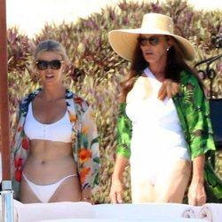Caitlyn Jenner y Sophia Hutchins de vacaciones en Los Cabos