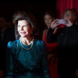 Silvia de Suecia acude a una gala benéfica en Berlín