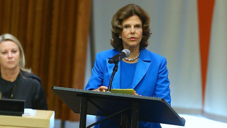 Silvia de Suecia dando un discurso sobre abusos sexuales y explotación infantil ante la ONU