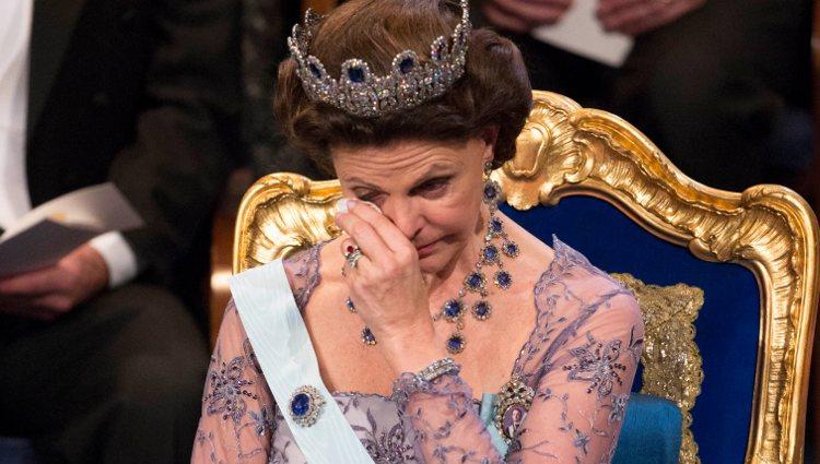 La Reina Silvia de Suecia llorando en la ceremonia de los Premios Nobel