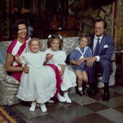 Los Reyes de Suecia junto a sus hijos Victoria, Carlos Felipe y Magdalena