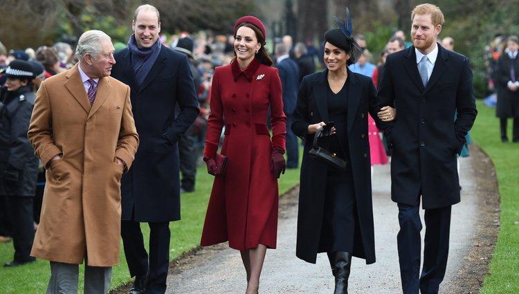 El príncipe Carlos de Inglaterra, los duques de Sussex y los duques de Cambridge llegando a la Misa de Navidad 2018