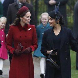 Kate Middleton y Meghan Markle llegando a la Misa de Navidad 2018