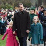 Peter Phillips y sus hijas llegando a la Misa de Navidad 2018