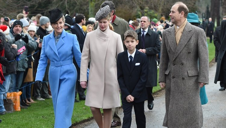 Los condes de Wessex y sus hijos llegando a la Misa de Navidad 2018