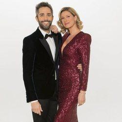Roberto Leal y Anne Igartiburu en la foto promocional de las Campanadas 2018