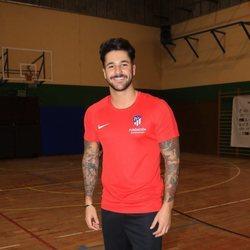 Hugo Paz vestido con la camiseta del Atlético