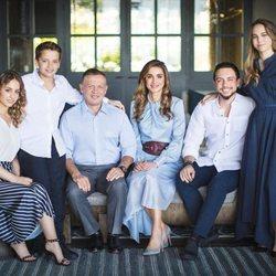 La Familia Real Jordana felicita las fiestas y desea un próspero año con este posado