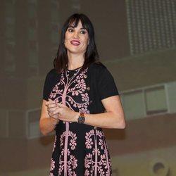 Irene Villa dando una conferencia
