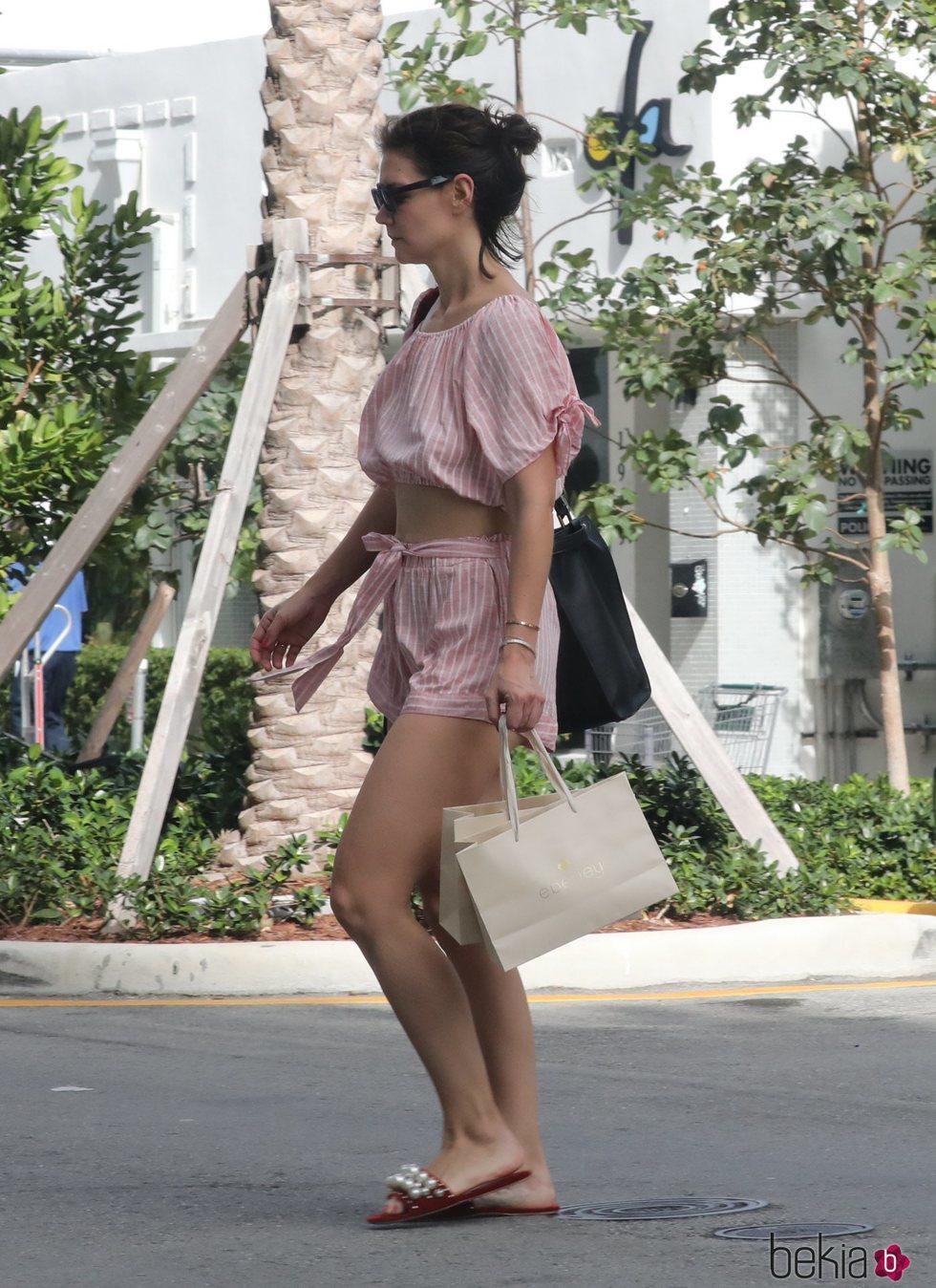 Katie Holmes de vacaciones en Miami
