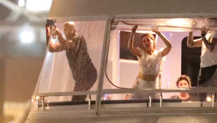 Katie Holmes y Jamie Foxx de fiesta en el mar