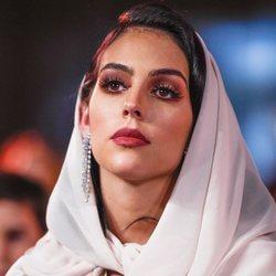Georgina Rodríguez con un kalftán marroquí y velo en los Globe Soccer Awards