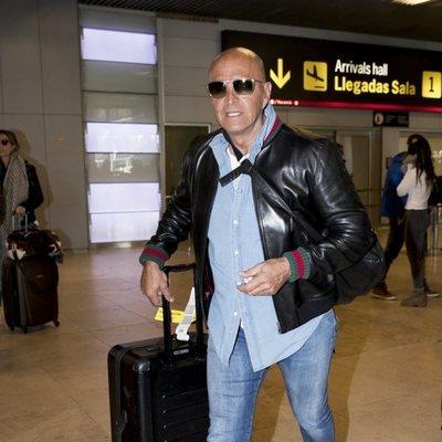 Kiko Matamoros en el aeropuerto de Madrid tras pasar Nochevieja 2018 en Punta Cana