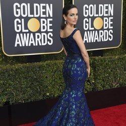 Camilla Belle en la alfombra roja de los Globos de Oro 2019