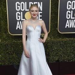 Dakota Fanning en la alfombra roja de los Globos de Oro 2019
