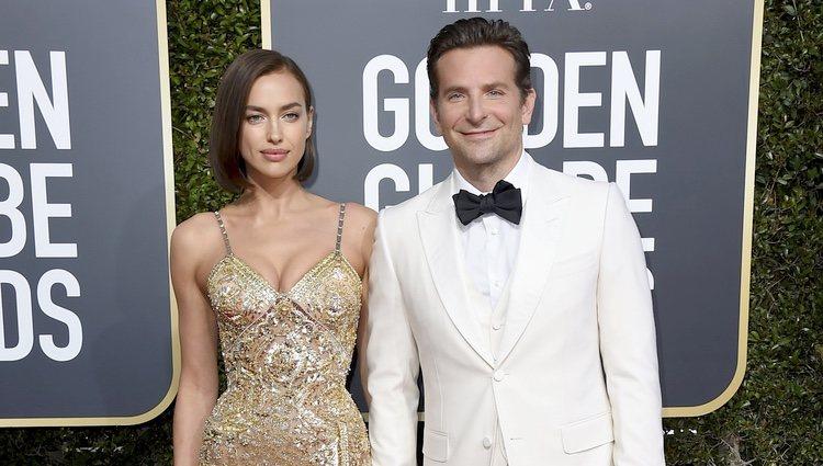 Irina Shayk y Bradley Cooper  en la alfombra roja de los Globos de Oro 2019