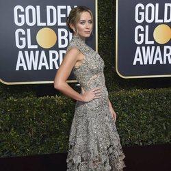 Emily Blunt en la alfombra roja de los Globos de Oro 2019