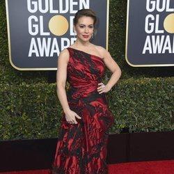 Alyssa Milano en la alfombra roja de los Globos de Oro 2019
